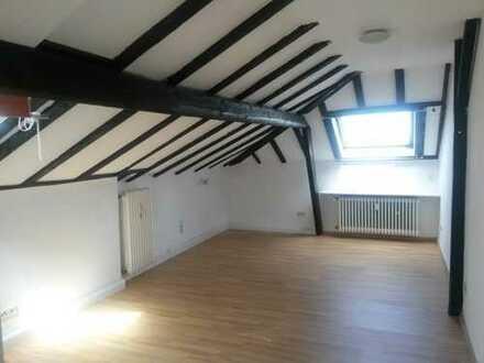 1-Zimmer-Dachgeschosswohnung mit Einbauküche in Bonner Südstadt