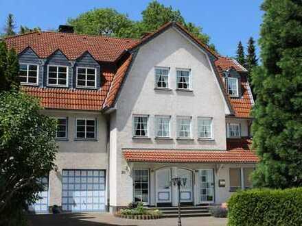 Zwei große Wohnungen gemeinsam bewohnen - 250 m² Wohnfläche inkl. Gartennutzung