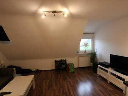 Vorteilhaft geschnittene & gemütliche 3-Raum DG-Wohnung mit EBK in Dinslakener City !