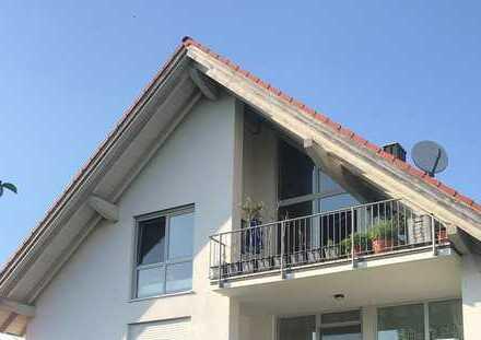 neuwertige 3,5-Zimmer-DG-Wohnung mit 2 Balkone in Sindelsdorf