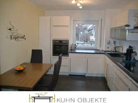 Schöne, helle Wohnung mit Einbauküche, Balkon und Tiefgarage
