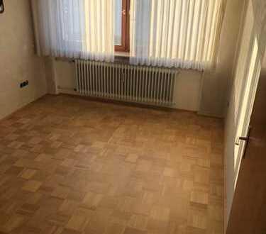 Helle modernisierte 5-Zimmer-Wohnung mit Balkon und Einbauküche in Heilbronn