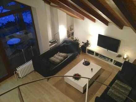 Helle + Idyllische Maisonette Wohnung, riesiger Südbalkon, Waldrandlage