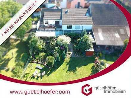 Bornheim-Brenig: Charmante Etagenwohnung in Hofanlage mit 2 Bädern, Gartenmitnutzung und Balkon