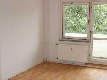Helle 1-Zimmer-Wohnung mit Balkon in der Nähe des Schlossparks