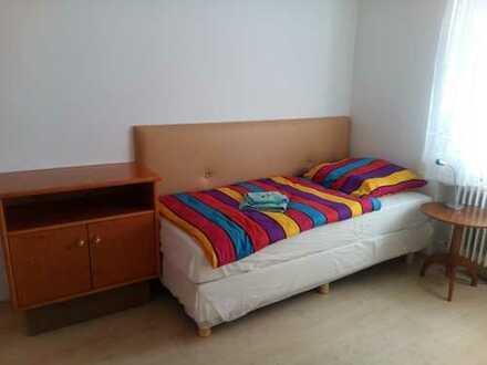 Komplett möbliertes Komfortzimmer in Stuttgart Mönchfeld mit Reinigungs- und Textilservice