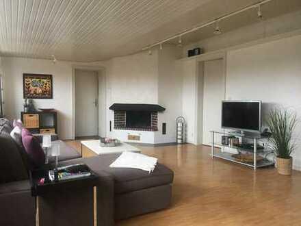Monheim, außergewöhnliche und individuelle 4,5 Zimmerwohnung im Dachgeschoss, von Privat