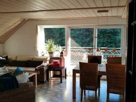 Gepflegte 3-Zimmer-Dachgeschosswohnung mit Einbauküche und Balkon