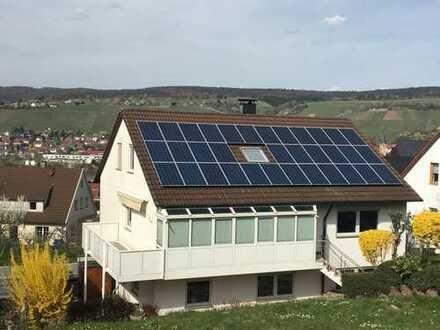 KAPITALANLEGER! Modernisierte 2-Zimmer-Dachgeschosswohnung mit schönem Ausblick in Remshalden !