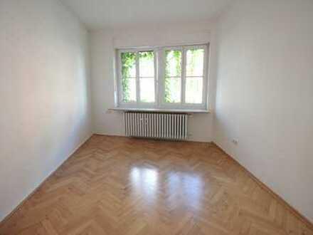 Helle und freundliche 4 Zimmer Stadtwohnung mit 2 Balkonen
