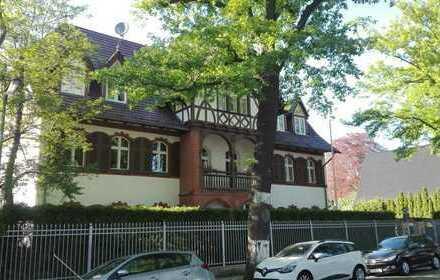 Exclusive Erdgeschosswohnung in Altbauvilla mit eigener Terrasse im Garten