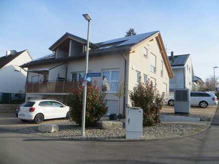 Stilvolle, neuwertige 3-Zimmer-DG-Wohnung mit Balkon in Holzmaden