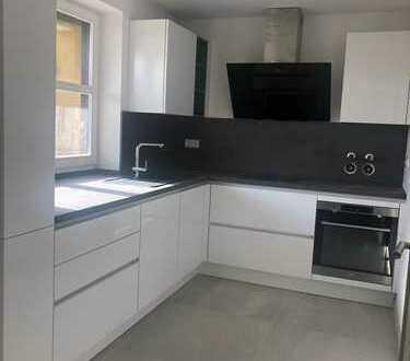 Erstbezug nach Sanierung: exklusive 4-Zimmer-Maisonette-Wohnung mit EBK und 2 Balkonen in Pfersee