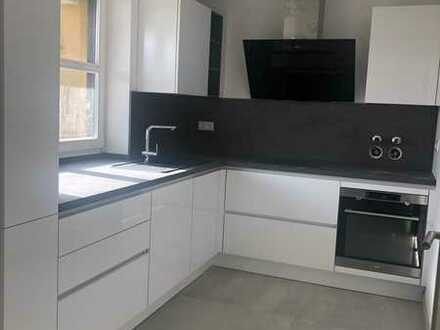 Exklusiv sanierte 4-Zimmer-Maisonette-Wohnung mit EBK und 2 Balkonen in Pfersee in Pfersee