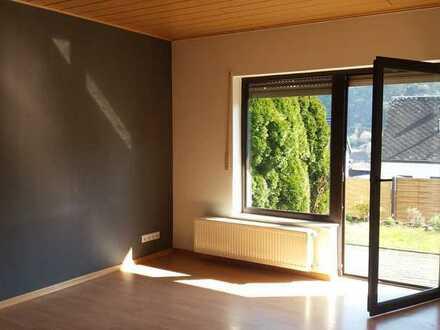 Gepflegte Wohnung mit zwei Zimmern und Terrasse in Lehmen
