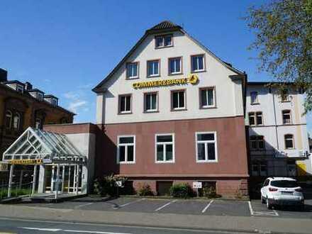 Helle Wohnung in zentraler Lage, große Wohnküche, Balkon, Parkplatz vor der Tür