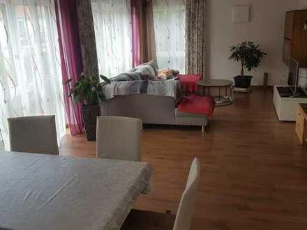 Zimmer mit eigenem Bad in 3er WG- Nähe MTU/MAN - ruhig, modern u. zentrale Lage im Mchner. Norden