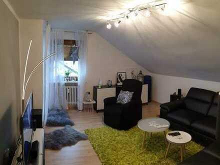 Gepflegte 4-Zimmer-DG-Wohnung mit Balkon und EBK in Döhlau