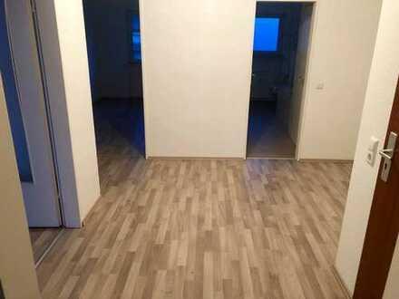 Exklusive, modernisierte 3-Zimmer-Wohnung mit 2 Balkonen und Einbauküche in Frankfurt am Main