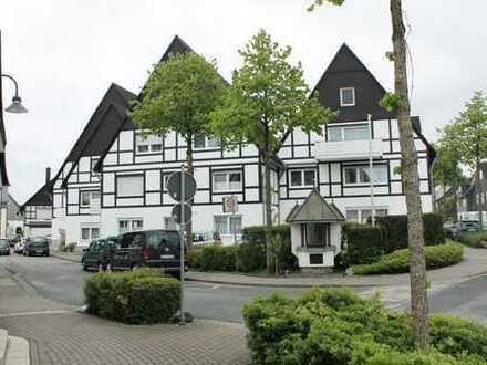 Sonnige Eigentumswohnung im Dachgeschoss m. herrlicher Loggia und PKW- Garage