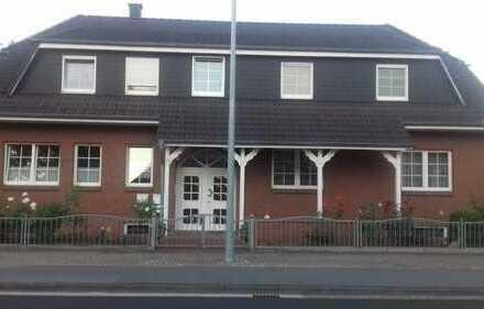 Günstige 5-Zimmer-Wohnung mit Einbauküche in Celle