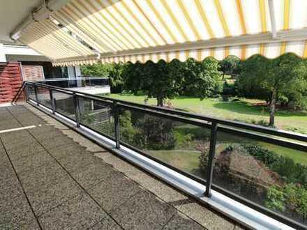 Helle und großzügige Wohnung mit Pool, Tiefgarage und Wasserblick in Alsterdorfer Bestlage