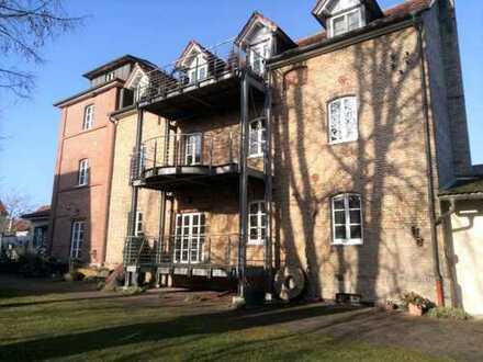 Loftartige, helle Wohnung in historischem Bauwerk