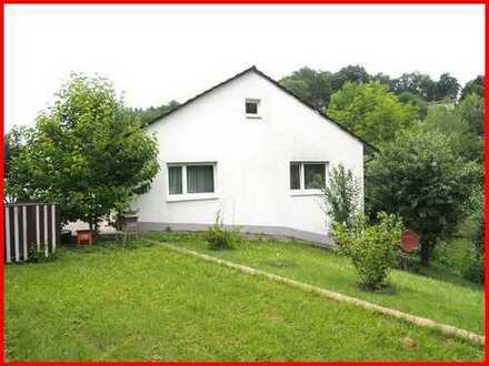 Kleines Einfamilienhaus mit großem Garten in Mitten der Natur