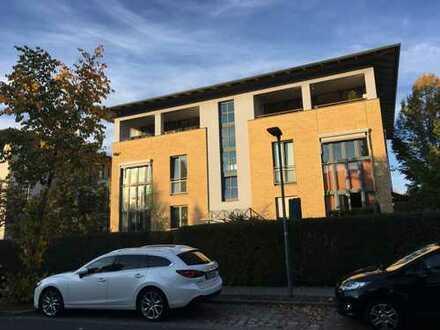 3-Zimmer-Wohnung in Stadtvilla mit großer Loggia