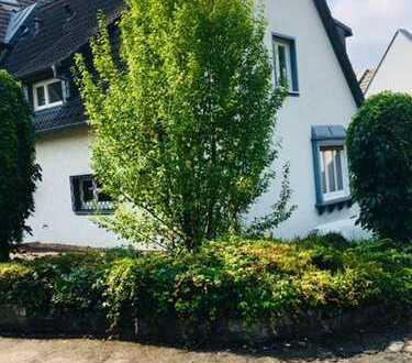 Reihen-Eckhaus (vormals EFH) mit Balkon und Terrasse mit Flair der 50-ziger Jahre!