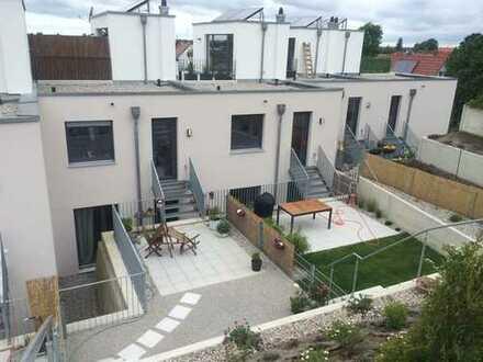 Exklusives Reihenmittelhaus mit großer Sonnenterrasse, Baujahr 2013 - Ideal für München Pendler