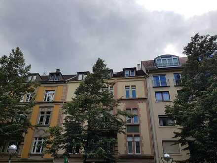 2-Zimmer-DG-Wohnung mit Einbauküche in Toplage von Karlsruhe