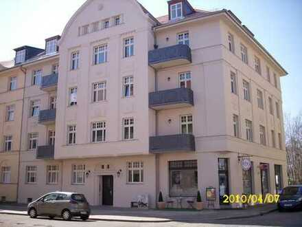 Dachgeschoss mit Balkon, ruhig und grün ! Hübsche 2-Raumwohnung in Kleinzschocher zu vermieten !