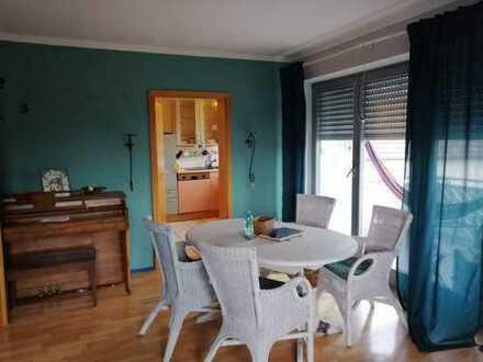 Freundliche 5-Zimmer-Maisonette-Wohnung mit Balkon und Einbauküche in Burtenbach