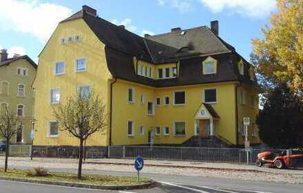 Wiesau: WG-geeignet! 2-Zimmer-Wohnung in unmittelbarer Bahnhofsnähe