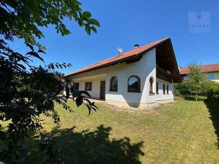 Freistehendes Ein- bzw. Zweifamilienhaus mit großem Grundstück in absolut ruhiger Lage von Hohenwart