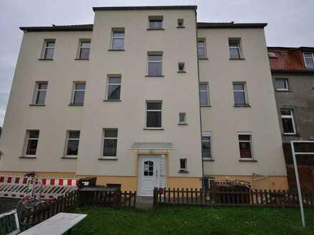 Neu Renovierte 2-Zimmerwohnung mit Balkon und Stellplatz