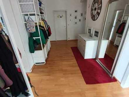 Stilvolle, gepflegte 5-Zimmer-Wohnung mit Balkon und Einbauküche in Kirchentellinsfurt