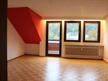 Schöne, zentral gelegene vier Zimmer DG-Wohnung in Koblenz, Süd