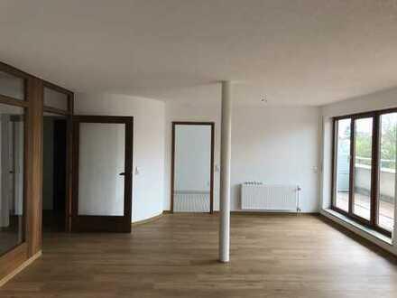 Stühlinger: DG-Wohnung mit Terrassen