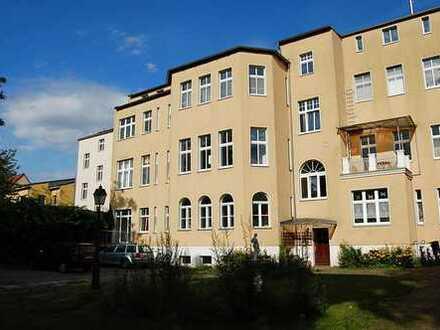 Schöne 1 Zimmer Wohnung, 36,1 qm, hell+sonnig, Mini-Küche, 1.OG, Hofparkpl. mgl.