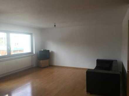 schöne vollständig renovierte 3-Zimmer-Wohnung mit Balkon und EBK in Leonberg