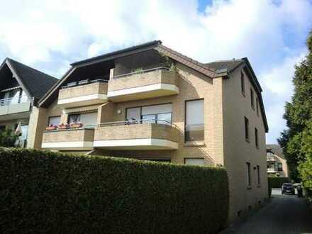 Helle großzügige 1 OG Wohnung mit Balkon in ruhiger zentraler Wohnlage.