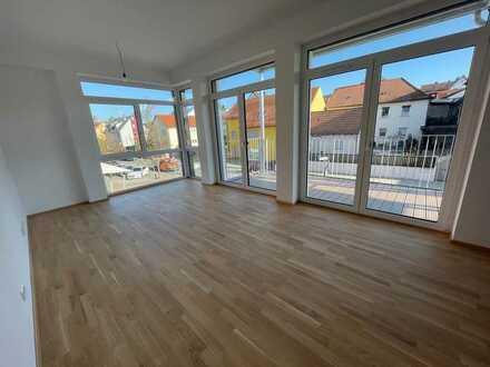 Lichtdurchflutete 2-Zimmer-Wohnung mit EBK und Balkon