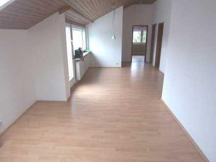 Schöne 5 Zi.-DG-Wohnung mit Loggia und Balkon in ruhiger Lage von Musberg Obj.-Nr. 2593