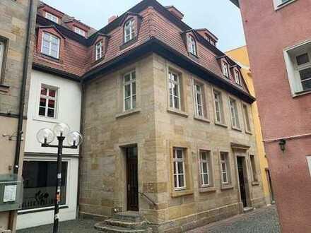 Hier trifft guter Geschmack auf Stil - wunderschön sanierte Altbauwohung im Herzen von Bayreuth