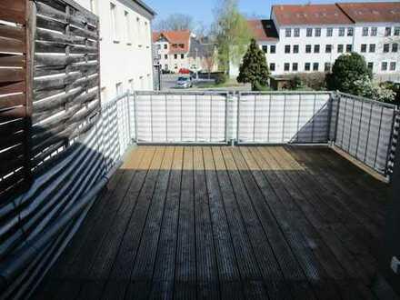 Schöne 2 Raumwohnung in zentraler Lage mit großem Balkon