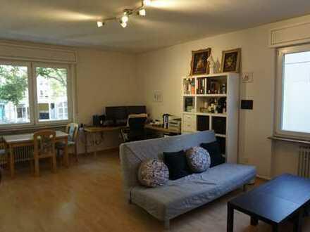 Neuwertige Wohnung mit zweieinhalb Zimmern und EBK