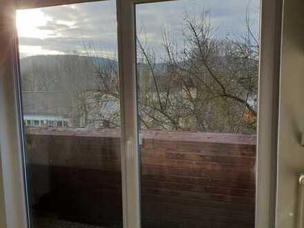 Erstbezug nach Sanierung mit Balkon: exklusive 1-Zimmer-DG-Wohnung in Eisenberg Steinborn