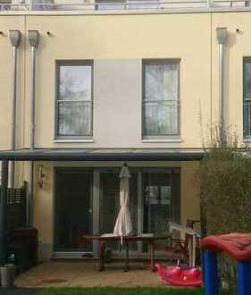 PROVISIONSFREI-Schönes, geräumiges Haus mit 4 Zimmern, viel Nutzfläche und Garten in Köln Merheim